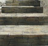Lámaný kámen schody